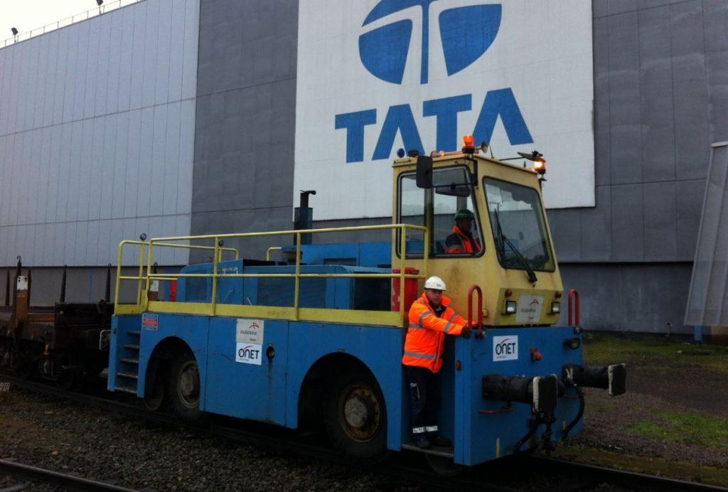 Onet Logistique - Agent Onet en train d'effectuer une manœuvre logistique sur un ETI