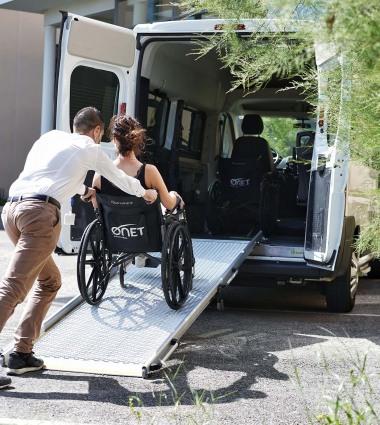 Onet Accueil - Accompagnement d'une personne handicapée à mobilité réduite PHMR