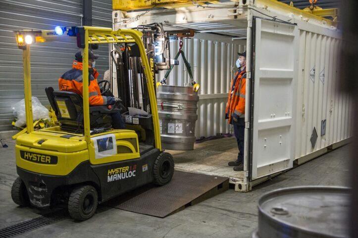Déchargement d'un conteneur - Sogeval Onet Technologies